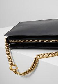 Coach - SIGNATURE CHAIN CROSSBODY - Handbag - black - 6