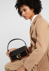 Coach - MIXED WITH BORDER RIVETS TABBY SHOULDER BAG - Kabelka - black multi - 1