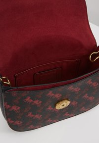 Coach - HORSE AND CARRIAGE SADDLE BAG - Across body bag - black - 4