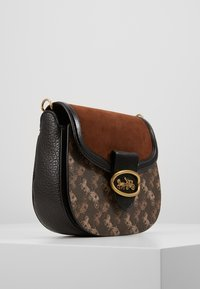 Coach - HORSE AND CARRIAGE KAT SADDLE BAG - Across body bag - brown/black - 4