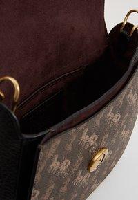 Coach - HORSE AND CARRIAGE KAT SADDLE BAG - Across body bag - brown/black - 5