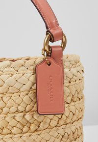 Coach - DRAWSTRING BUCKET BAG - Handtas - light peach - 2