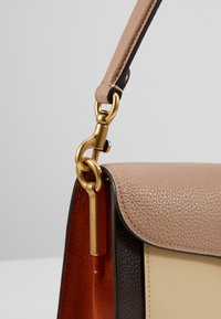 Coach - TABBY SHOULDERBAG - Borsa a tracolla - taupe ginger/ginger multi one - 2