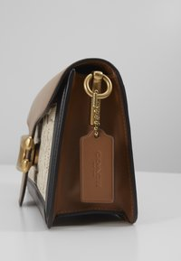 Coach - TABBY SHOULDERBAG - Handbag - sand/taupe - 5