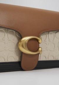 Coach - TABBY SHOULDERBAG - Handbag - sand/taupe - 2