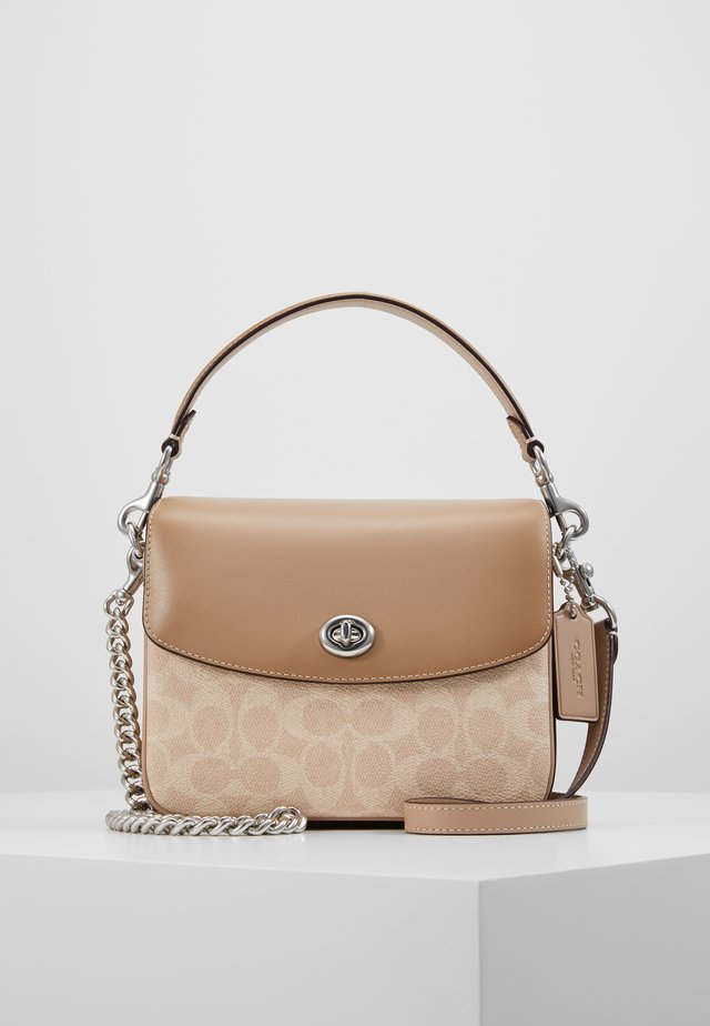 COATED SIGNATURE CASSIE CROSSBODY - Handväska - sand/taupe