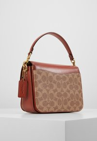 Coach - COATED SIGNATURE CASSIE CROSSBODY - Kabelka - tan rust - 2