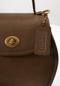 Coach - RUNWAY COACH ORIGINAL - Handbag - faded hickory - 4