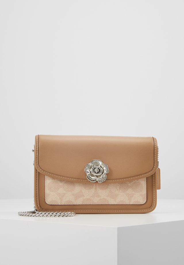 COATED SIGNATURE PARKER CROSSBODY - Sac bandoulière - sand/taupe