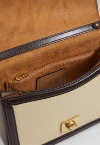 Coach - COLORBLOCK HUTTON SHOULDER BAG - Handbag - taupe ginger/multi - 3