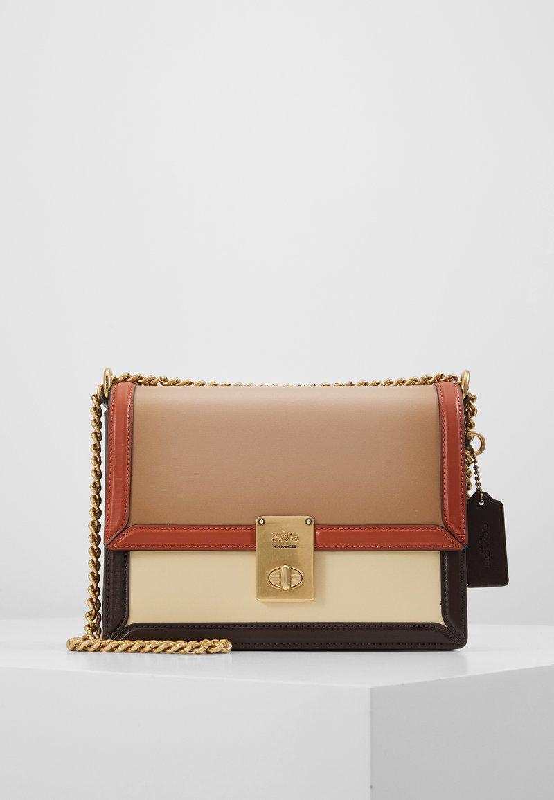 Coach - COLORBLOCK HUTTON SHOULDER BAG - Handbag - taupe ginger/multi