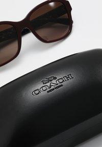 Coach - Sluneční brýle - oxblood - 2