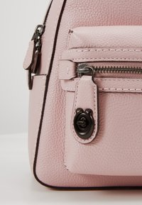 Coach - CAMPUS BACKPACK - Reppu - aurora - 5