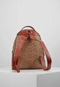 Coach - COATED SIGNATURE CAMPUS BACKPACK REFRESH - Batoh - tan rust - 2
