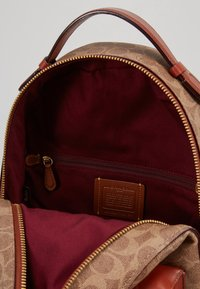 Coach - COATED SIGNATURE CAMPUS BACKPACK REFRESH - Batoh - tan rust - 4