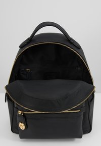 Coach - POLISHED PEBBLE CAMPUS BACKPACK REFRESH - Reppu - black