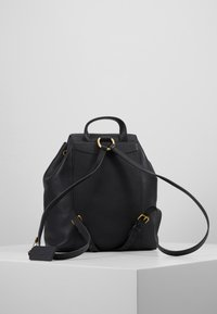Coach - POLISHED EVIE BACKPACK - Reppu - black - 2