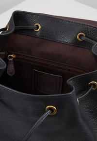 Coach - POLISHED EVIE BACKPACK - Reppu - black - 4