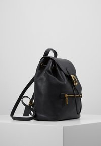 Coach - POLISHED EVIE BACKPACK - Reppu - black - 3