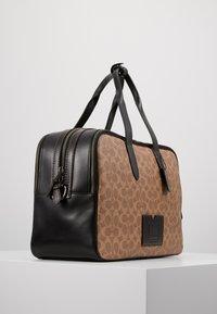 Coach - TRAVEL CARRY ON BAG IN SIGNATURE - Taška na víkend - black/khaki - 3