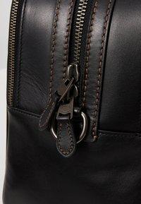 Coach - TRAVEL CARRY ON BAG IN SIGNATURE - Taška na víkend - black/khaki - 7