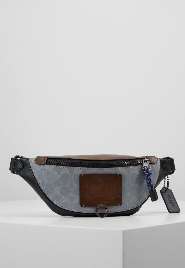 SIGNATURE RIVINGTON BELT BAG  - Bum bag - silver