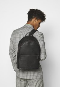 Coach - METROPOLITAN SOFT BACKPACK CEW - Sac à dos - black - 1