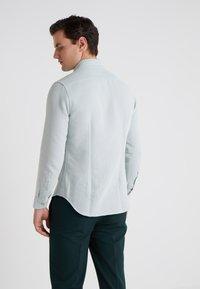 CORNELIANI - STRUCTURED SLIM FIT - Skjorter - blue - 0