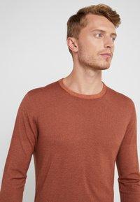 CORNELIANI - Stickad tröja - brown - 3