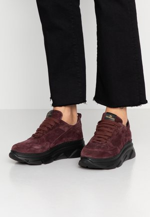 Sneakers laag - wood berry