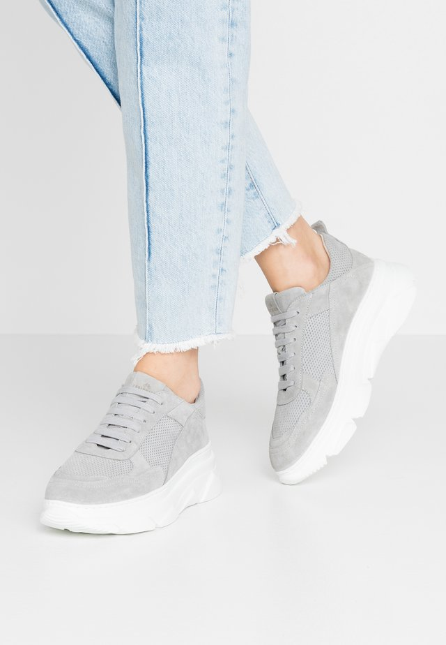 CPH61 - Baskets basses - light grey