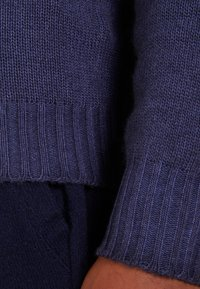 120% Cashmere - Strikpullover /Striktrøjer - blue navy darkness - 4