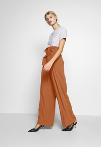 CMEO COLLECTIVE - AVIDITY PANT - Broek - rosewood - 1