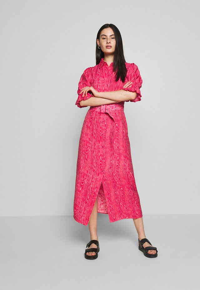 EARLY ON DRESS - Shirt dress - pink woodgrain