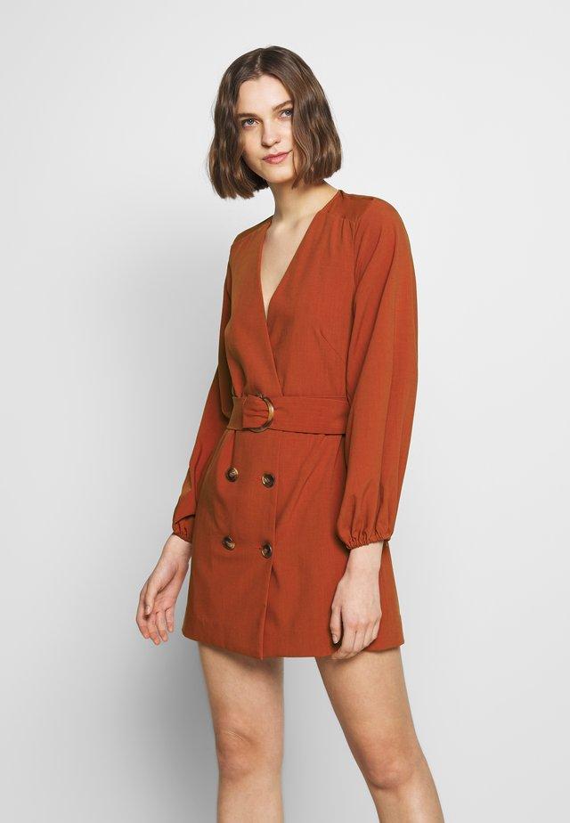 AVIDITY DRESS - Sukienka etui - rosewood