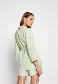 CMEO COLLECTIVE - POSSIBLE  - Blus - citron - 2