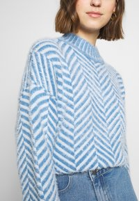 CMEO COLLECTIVE - STUCK ON YOU JUMPER - Svetr - blue - 3