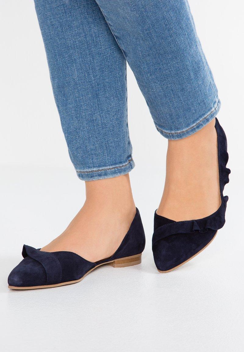 Cream - KYLE - Klassischer  Ballerina - royal navy blue