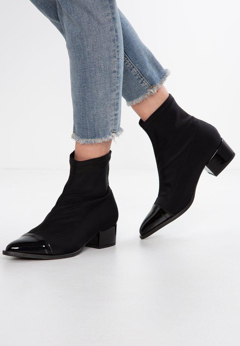 Cream - FERNANDA BOOT - Classic ankle boots - schwarz