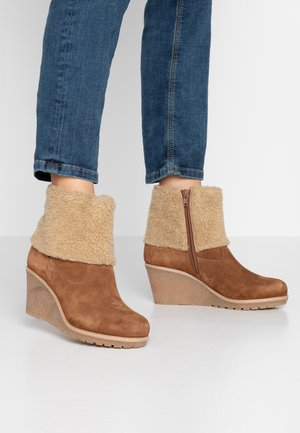 TERESE WEDGE BOOT - Boots à talons - bronzed