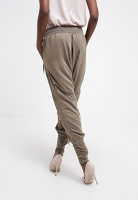 Cream - NANNA PANTS - Broek - khaki - 2