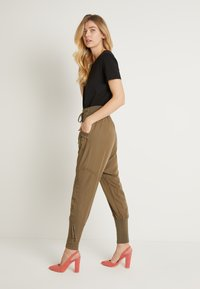 Cream - NANNA PANTS - Bukser - khaki - 2