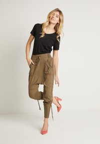 Cream - NANNA PANTS - Bukser - khaki - 1