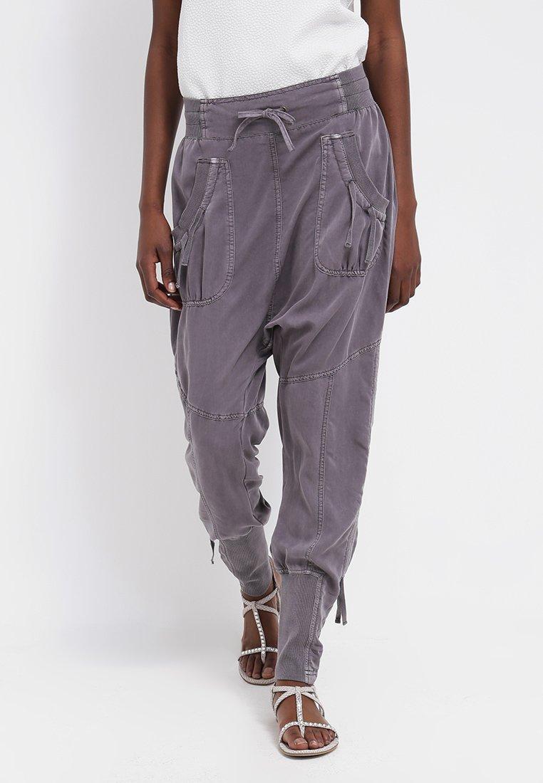 Cream - NANNA PANTS - Trousers - pitch black