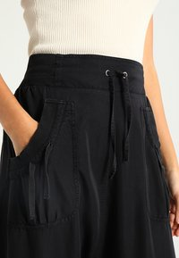 Cream - NANNA PANTS - Trousers - solid black - 3