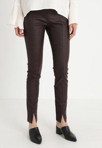 Cream - BELUS SLIT PANTS KATY ANKLE - Legging - hot java - 0