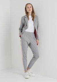 Cream - BEATE PANTS - Pantalon classique - light grey melange - 1
