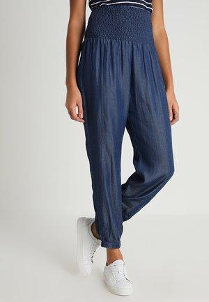 VIGGA PANTS - Pantalones - dark blue denim