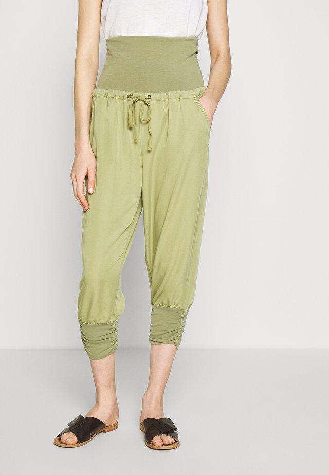 LINE PANTS - Bukser - cedar green