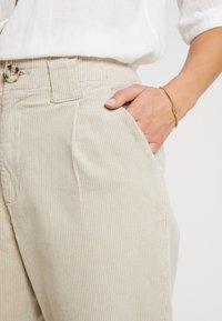 Cream - PANTS - Stoffhose - light beige - 4
